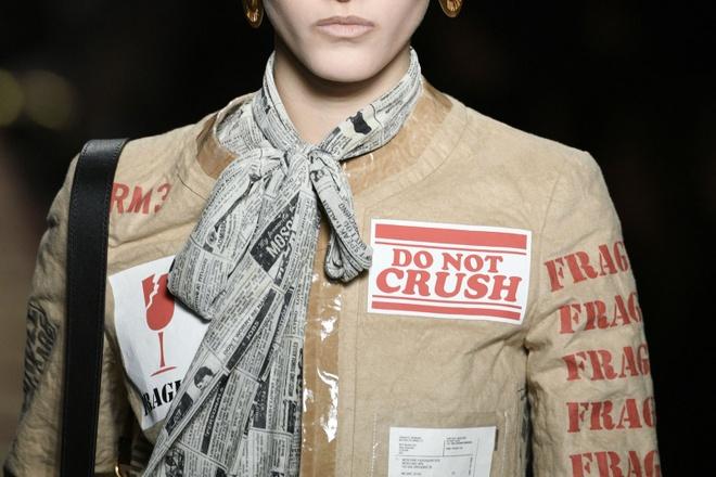 Nguoi mau mac rac thai trinh dien o Milan Fashion Week hinh anh 4
