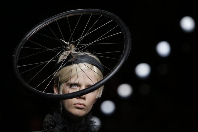Nguoi mau mac rac thai trinh dien o Milan Fashion Week hinh anh 7