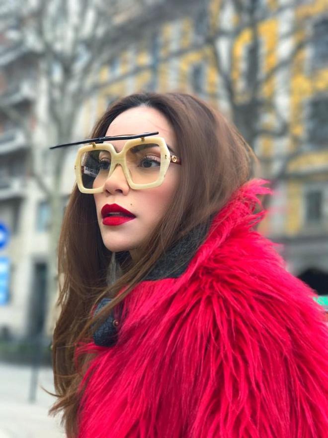 Boc gia vay ao hang hieu Ho Ngoc Ha mac o Milan Fashion Week hinh anh 5