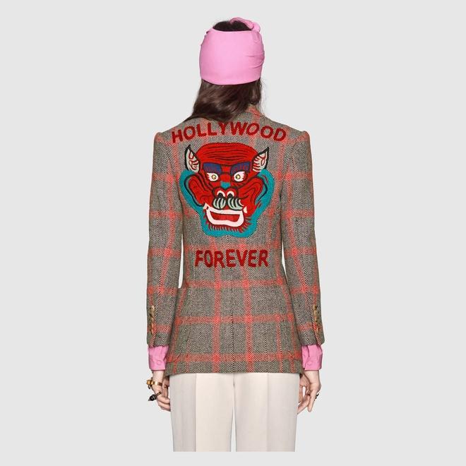 Boc gia vay ao hang hieu Ho Ngoc Ha mac o Milan Fashion Week hinh anh 9