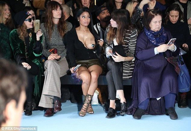 Nicki Minaj mac phan cam nhat tuan le thoi trang Paris hinh anh 1