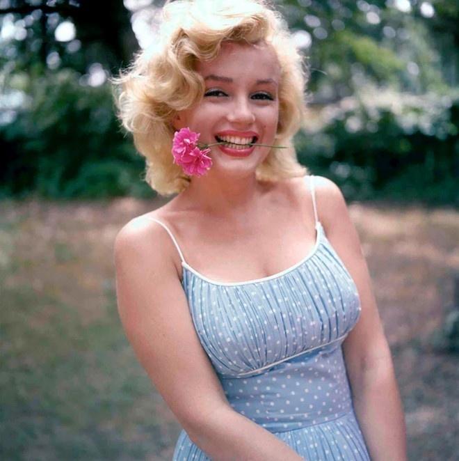 Marilyn Monroe: 2 lan bi xam hai tinh duc va cuoc doi dang cay hinh anh 1