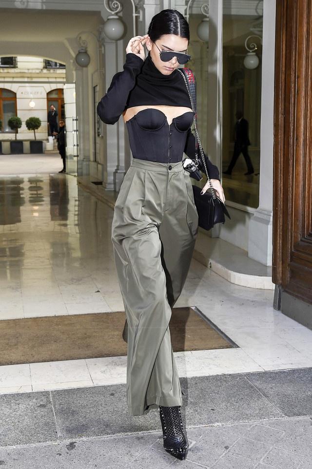 Chi em nha Kendall Jenner cuong mot corset hinh anh 6