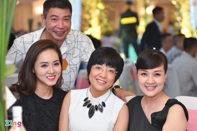 Cong Ly va ban gai moi du tiec cuoi MC Thanh Trung hinh anh