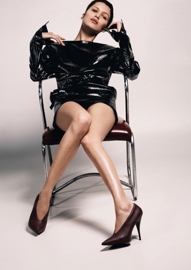 Nguoi mau Bella Hadid ban nude tren tap chi hinh anh 3