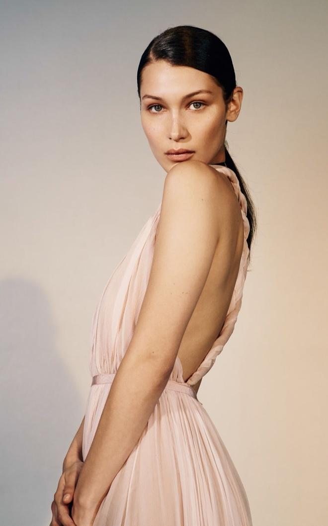 Nguoi mau Bella Hadid ban nude tren tap chi hinh anh 8