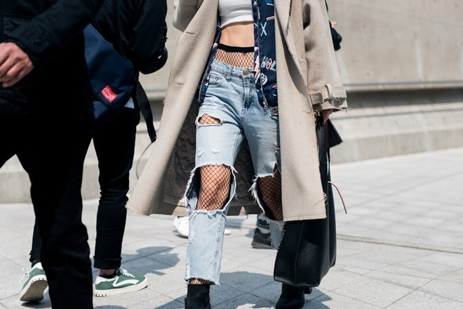 Quan rach, tat luoi phu song Seoul Fashion Week 2017 hinh anh 2