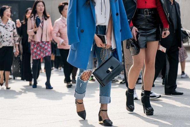 Quan rach, tat luoi phu song Seoul Fashion Week 2017 hinh anh 4