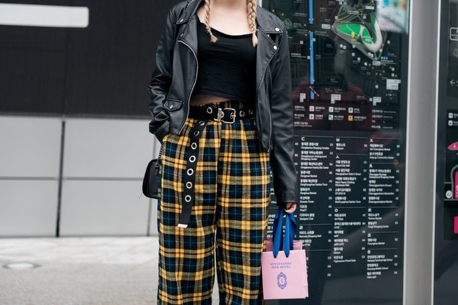 Quan rach, tat luoi phu song Seoul Fashion Week 2017 hinh anh 11
