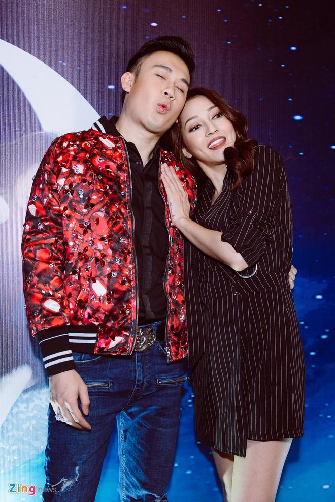 Bao Anh mac vay ngan sexy trong buoi ra mat MV moi hinh anh 7