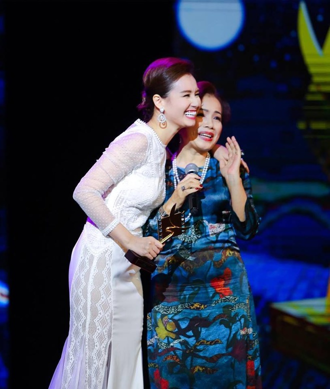La Thanh Huyen da tang cup Canh Dieu Vang cho NSUT Minh Trang hinh anh 1