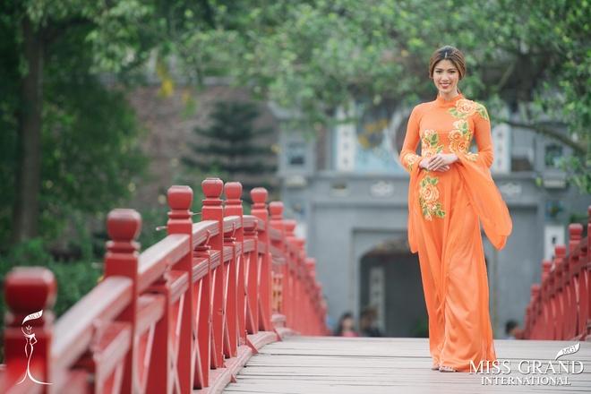 Dan nguoi dep Miss Grand International chup anh ao dai tai Viet Nam hinh anh 4