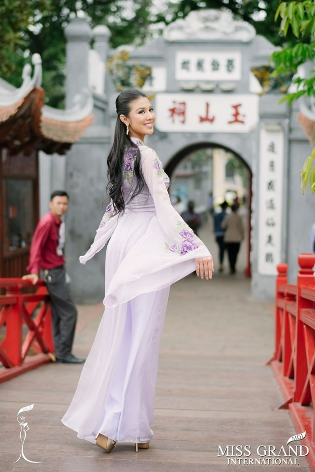 Duong kim Hoa hau Hoa binh The gioi: 'Huyen My xinh dep va de thuong' hinh anh 2