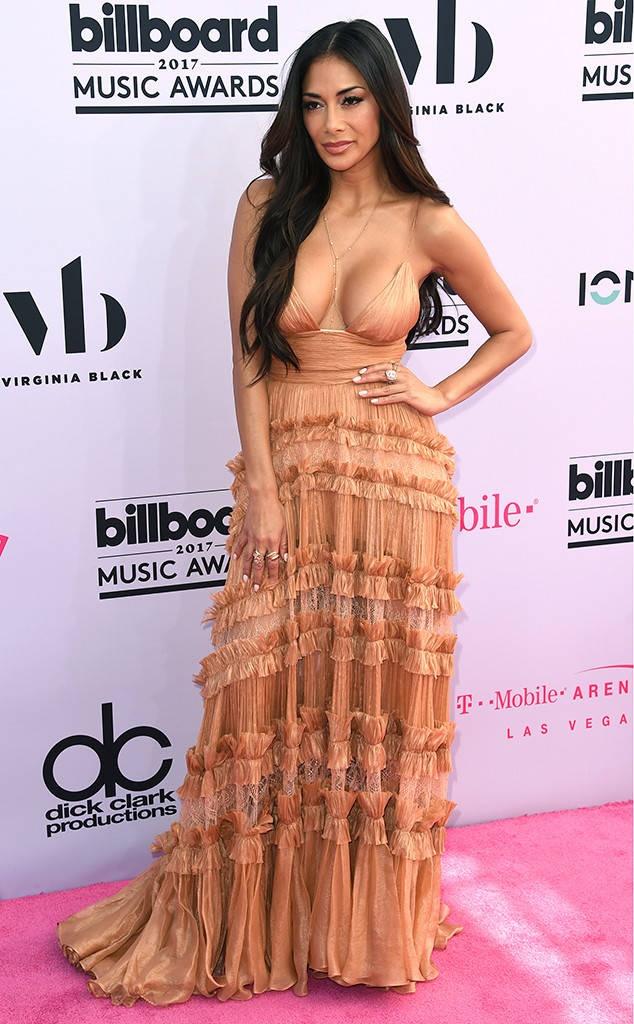 Nhung tham hoa thoi trang tren tham do Billboard 2017 hinh anh 2