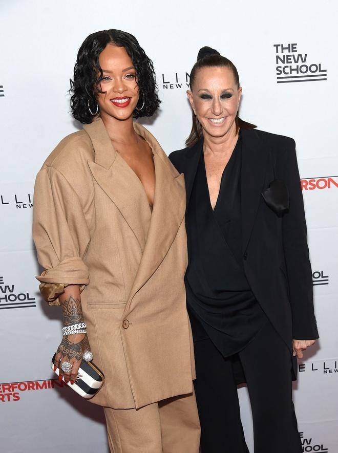 Rihanna mac nhu chu lun tren pho New York hinh anh 6