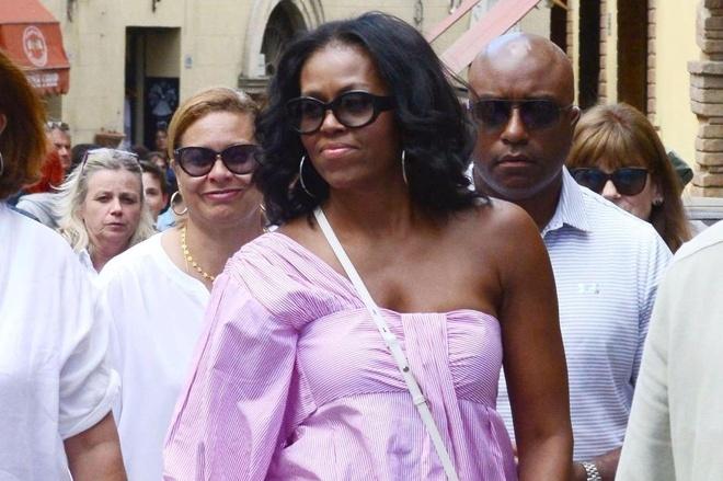 Ba Michelle Obama duoc khen mac dep khi du lich Italy hinh anh