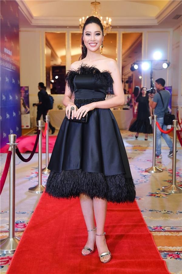 Ha Ho, Angela Phuong Trinh mac dep nhat tuan hinh anh 5