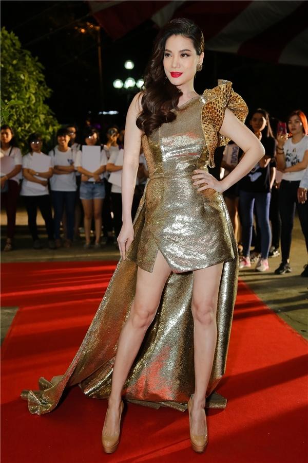 Ha Ho, Angela Phuong Trinh mac dep nhat tuan hinh anh 4