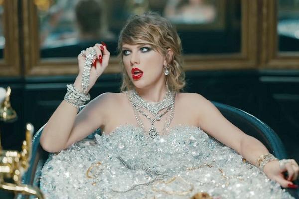 Bon tam chua day kim cuong cua Taylor Swift la that hay gia? hinh anh