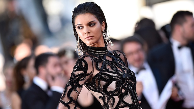 Kendall Jenner co xung dang 'bieu tuong thoi trang cua thap ky'? hinh anh 1