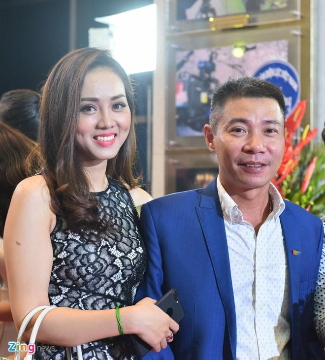 Bao Thanh rang ro ben chong tren tham do VTV Awards 2017 hinh anh 6