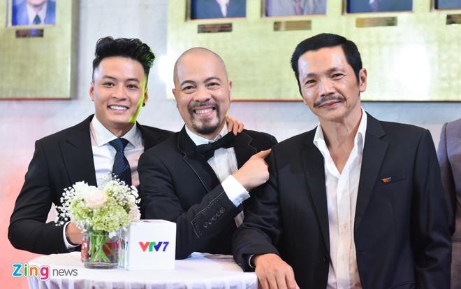 Bao Thanh rang ro ben chong tren tham do VTV Awards 2017 hinh anh 5