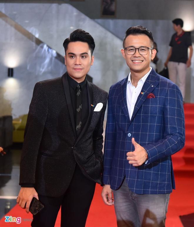 Bao Thanh rang ro ben chong tren tham do VTV Awards 2017 hinh anh 11