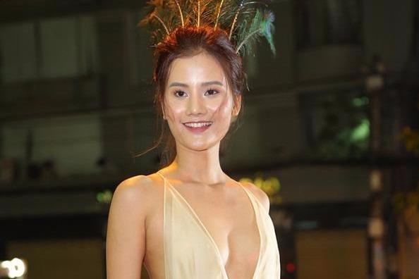 Phuong Trinh Jolie, Huong Ly vao nhom sao mac xau hinh anh