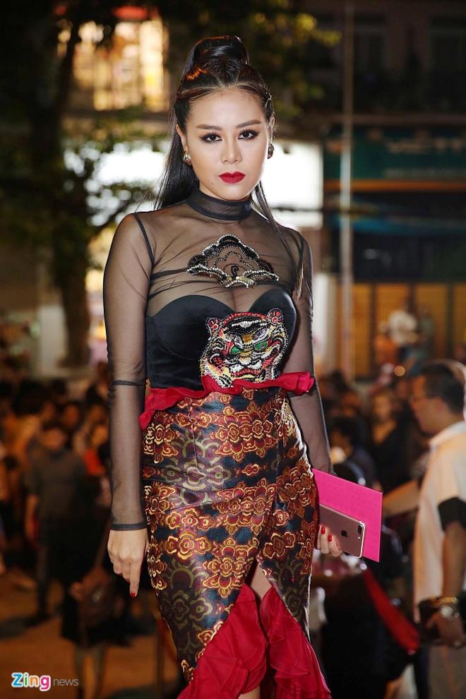 Phuong Trinh Jolie, Huong Ly vao nhom sao mac xau hinh anh 3