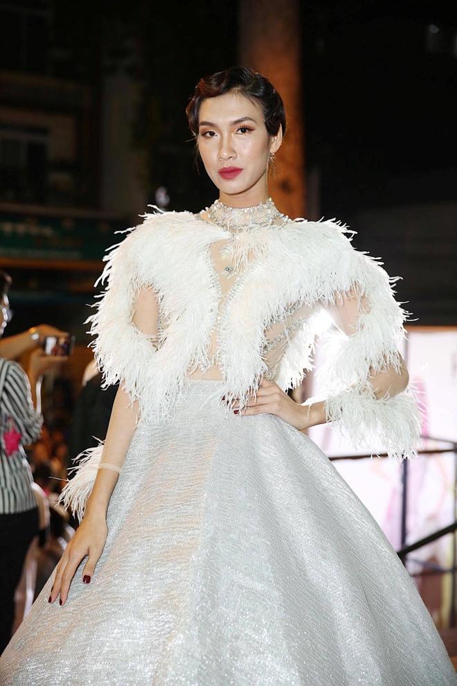 Phuong Trinh Jolie, Huong Ly vao nhom sao mac xau hinh anh 1