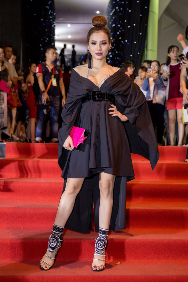 Phuong Trinh Jolie, Huong Ly vao nhom sao mac xau hinh anh 4