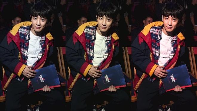 Chanyeol (EXO) duoc khen ngoi gu thoi trang tai London Fashion Week hinh anh 3