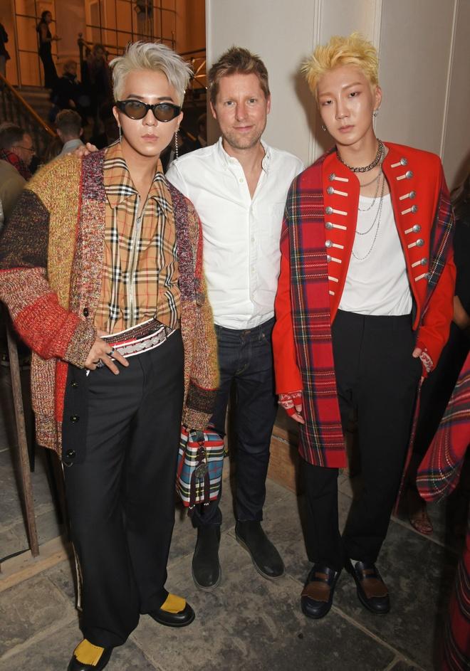 Chanyeol (EXO) duoc khen ngoi gu thoi trang tai London Fashion Week hinh anh 4