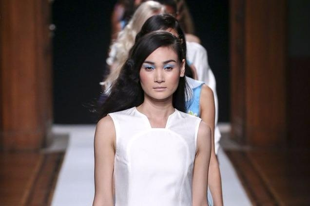Nguoi mau Thuy Trang noi bat tren san dien Paris Fashion Week hinh anh