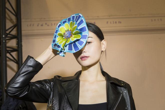 Nguoi mau Thuy Trang noi bat tren san dien Paris Fashion Week hinh anh 5