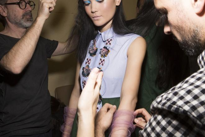 Nguoi mau Thuy Trang noi bat tren san dien Paris Fashion Week hinh anh 4