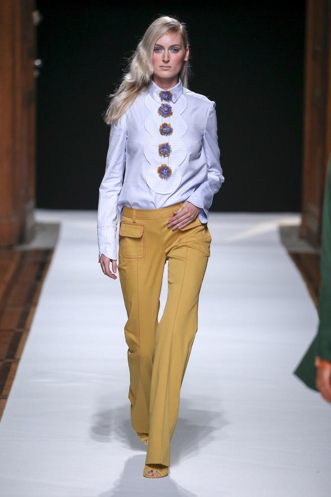 Nguoi mau Thuy Trang noi bat tren san dien Paris Fashion Week hinh anh 6
