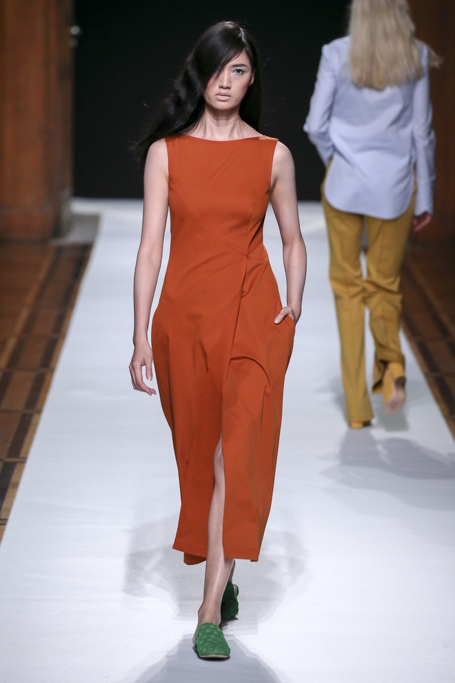 Nguoi mau Thuy Trang noi bat tren san dien Paris Fashion Week hinh anh 7