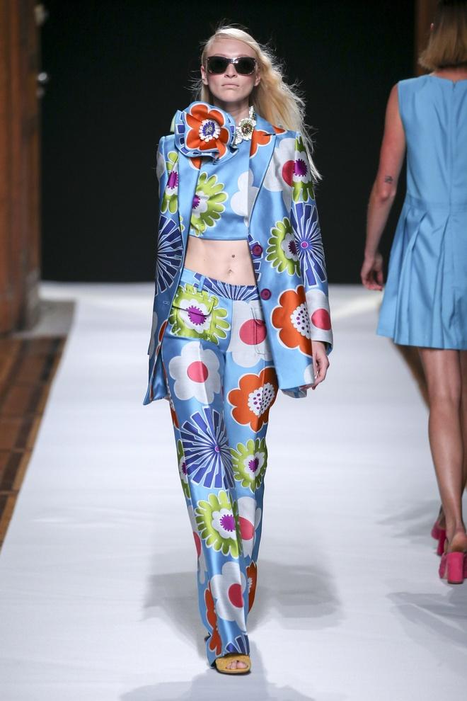 Nguoi mau Thuy Trang noi bat tren san dien Paris Fashion Week hinh anh 8