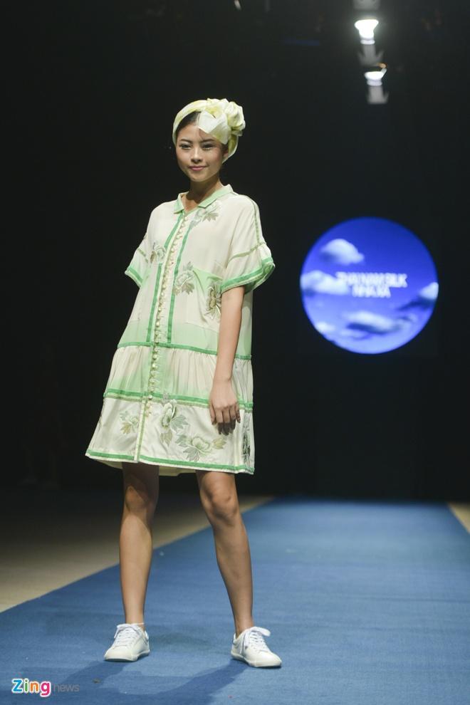 Tuan le thoi trang Viet Nam: Chat lieu lua mong 'len ngoi' hinh anh 8