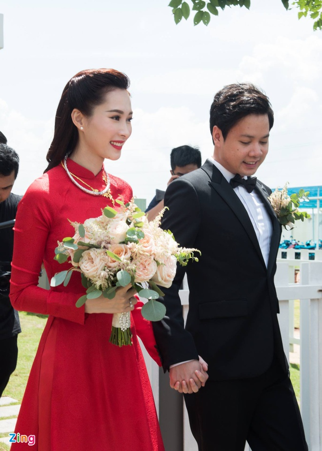 Dam cuoi Hoa hau Thu Thao anh 1