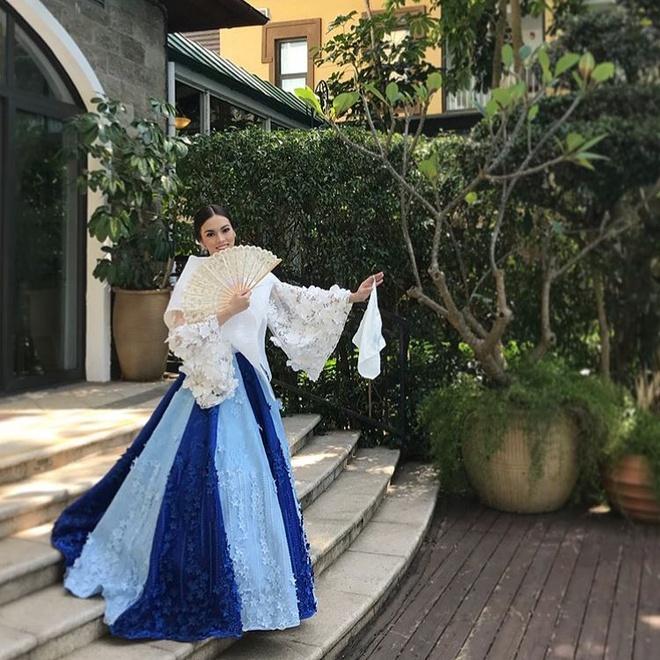 Hoa hau My Linh mac ao tu than, doi non quai thao o Miss World 2017 hinh anh 4