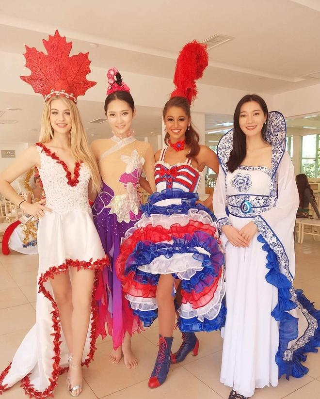 Hoa hau My Linh mac ao tu than, doi non quai thao o Miss World 2017 hinh anh 5