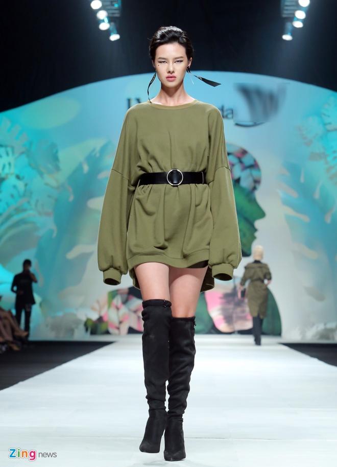 Angela Phuong Trinh, Ky Duyen ngoi hang ghe dau show thoi trang hinh anh 9