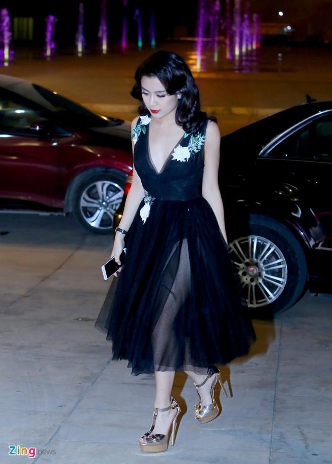 Angela Phuong Trinh, Ky Duyen ngoi hang ghe dau show thoi trang hinh anh 3