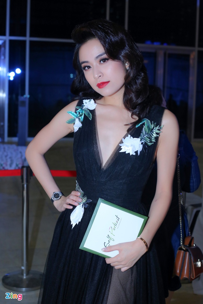 Angela Phuong Trinh, Ky Duyen ngoi hang ghe dau show thoi trang hinh anh 4