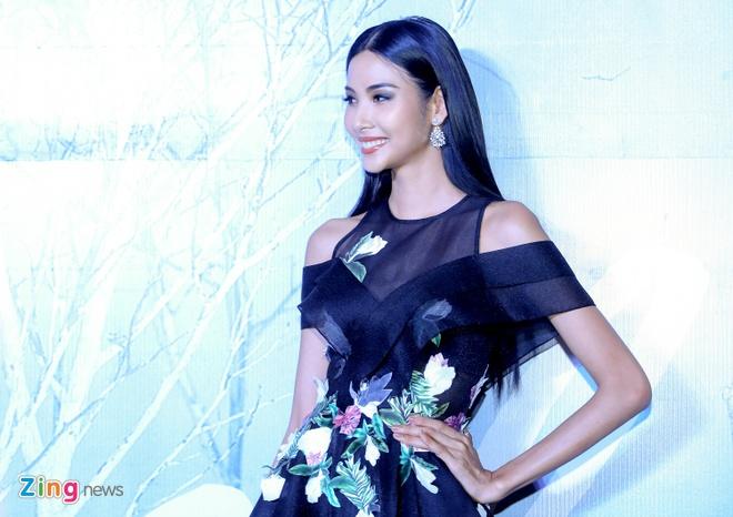 Angela Phuong Trinh, Ky Duyen ngoi hang ghe dau show thoi trang hinh anh 5
