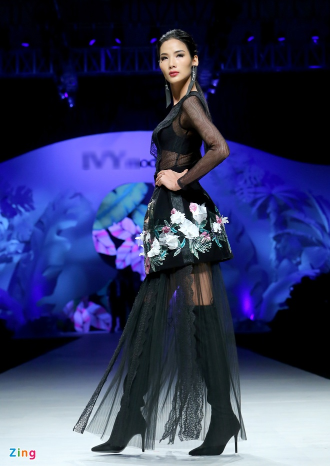 Angela Phuong Trinh, Ky Duyen ngoi hang ghe dau show thoi trang hinh anh 6