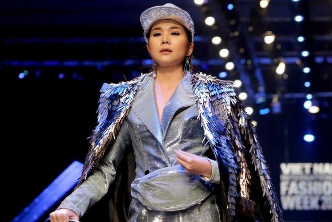 Thanh Hang va dan mau 'noi loan' cung Cong Tri o tuan le thoi trang hinh anh