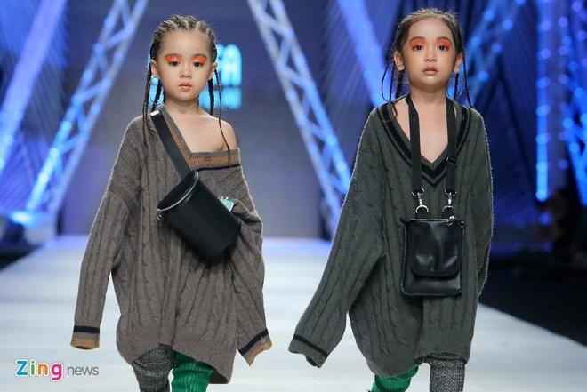 Dan mau nhi khuay dong san dien Vietnam International Fashion Week hinh anh